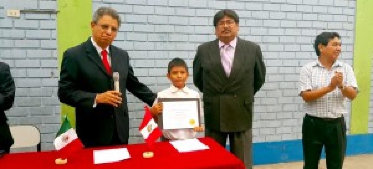 PERÚ.-Entrega de recursos económicos y reconocimiento a alumnos ganadores