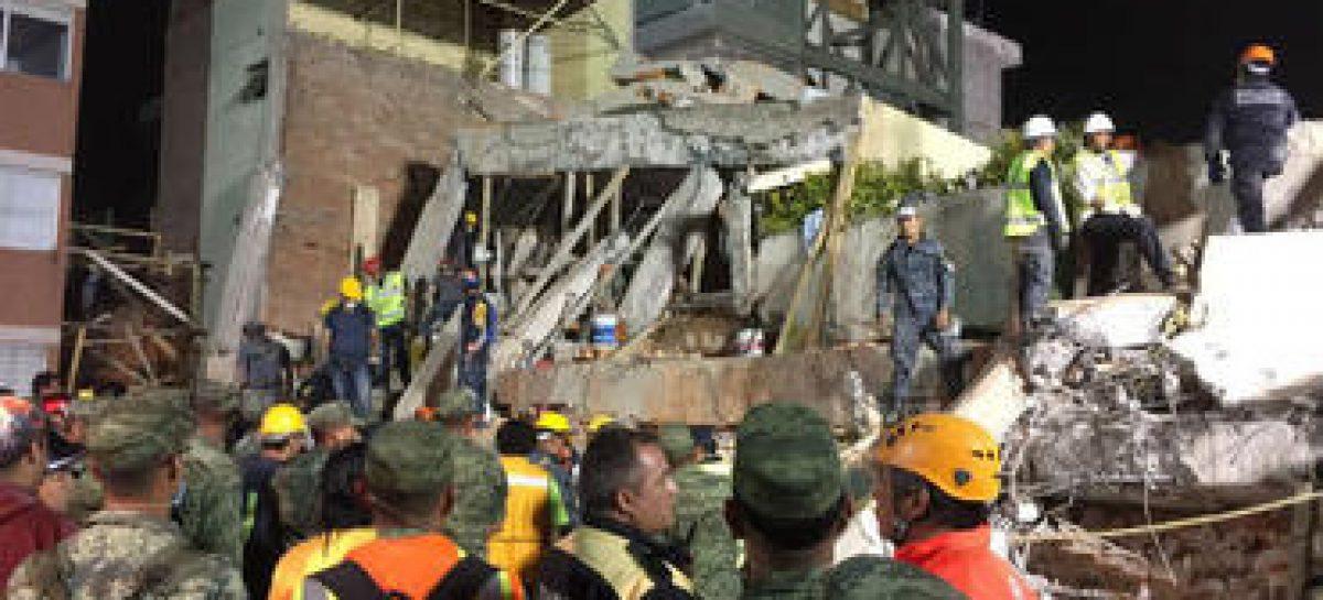 Ascienden a 32 los niños muertos en derrumbe de colegio por sismo